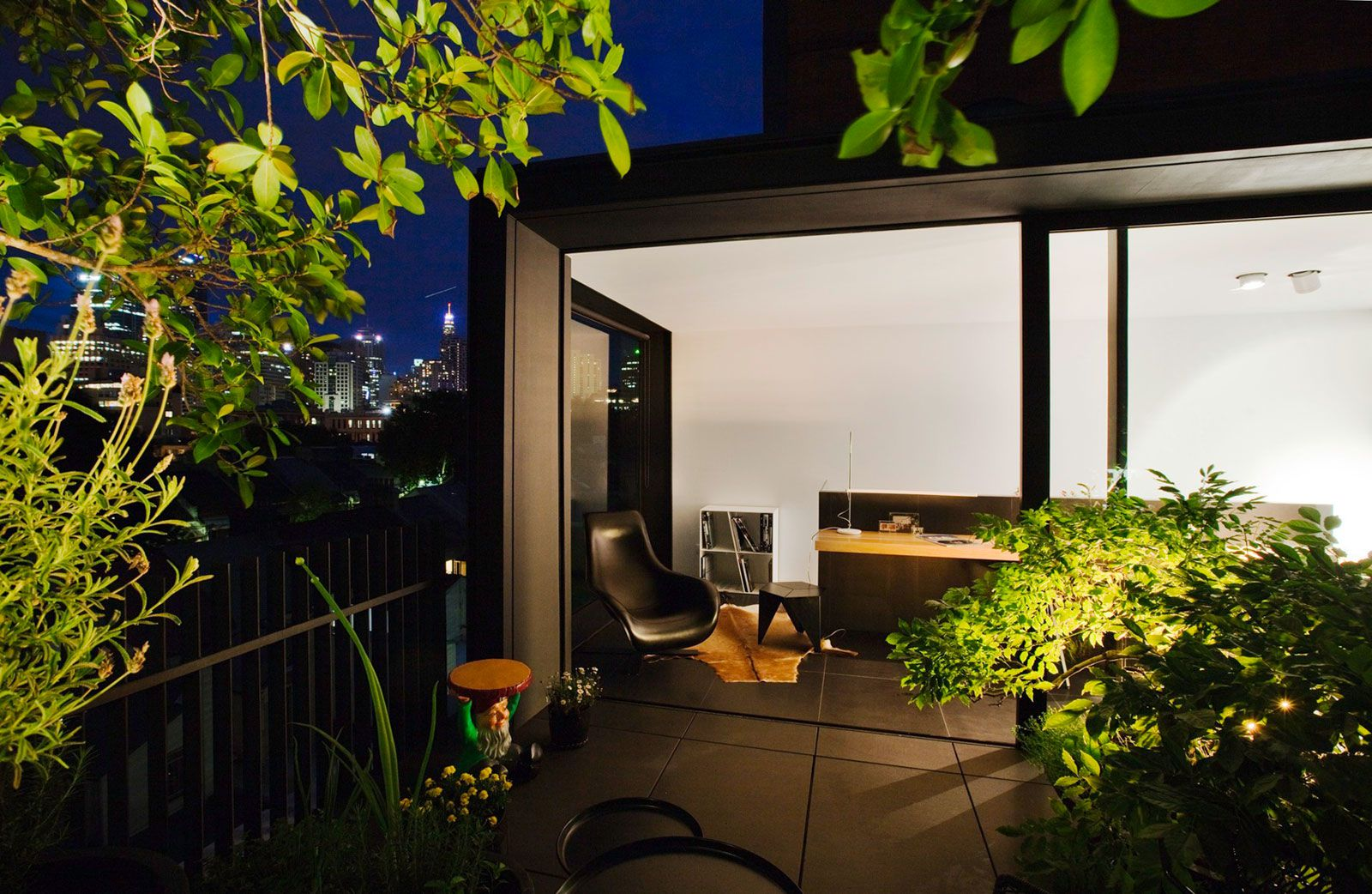 Contemporary-Small-House-11
