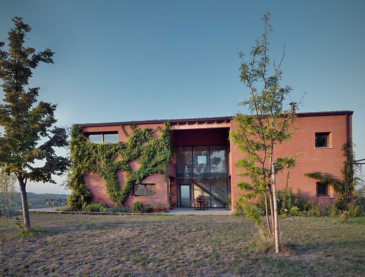 Countryhouse-in-Val-Tidone-01