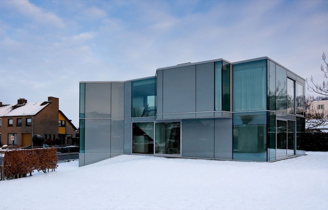 Glass-and-Concrete-H-House-01-1