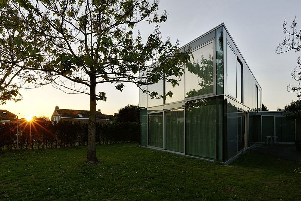 Glass-and-Concrete-H-House-01-3