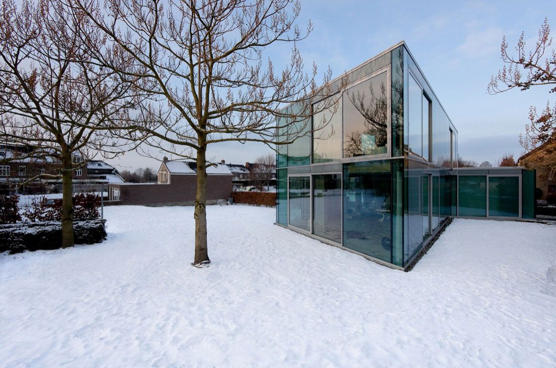 Glass-and-Concrete-H-House-01