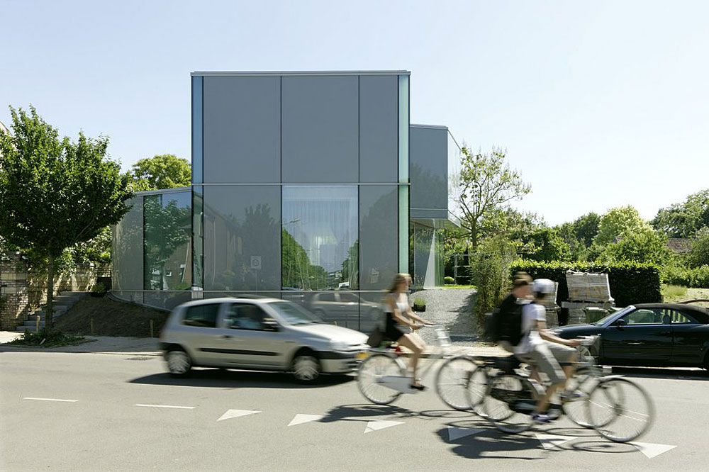 Glass-and-Concrete-H-House-02-0