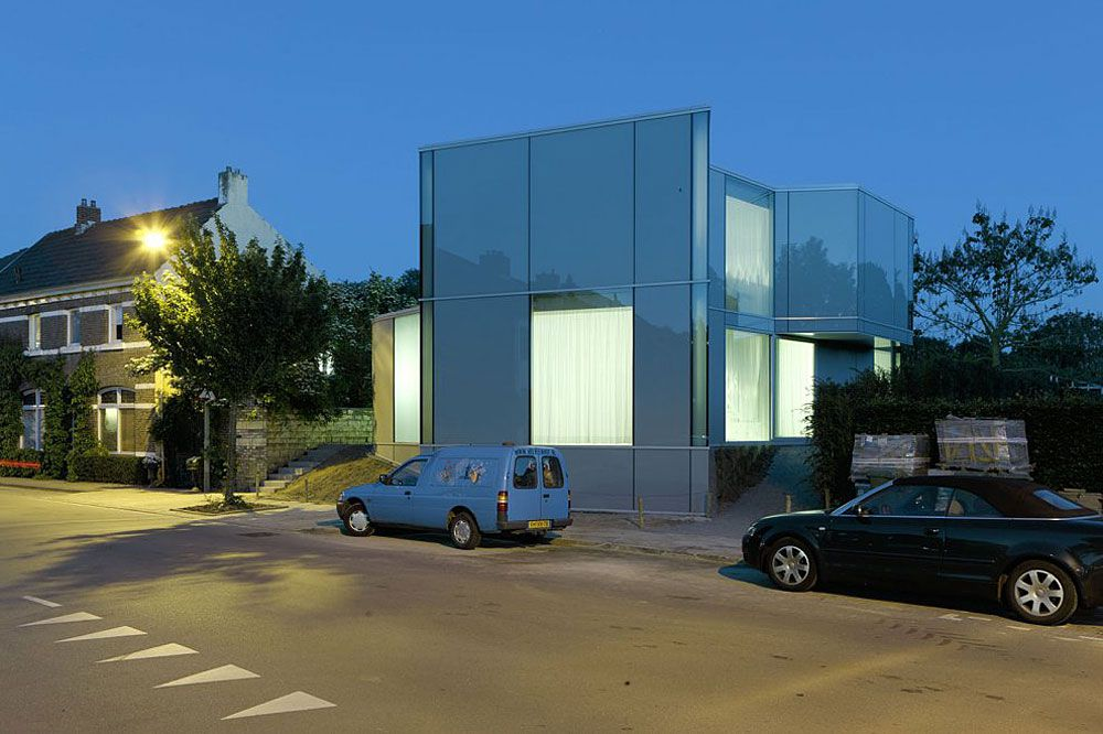 Glass-and-Concrete-H-House-02