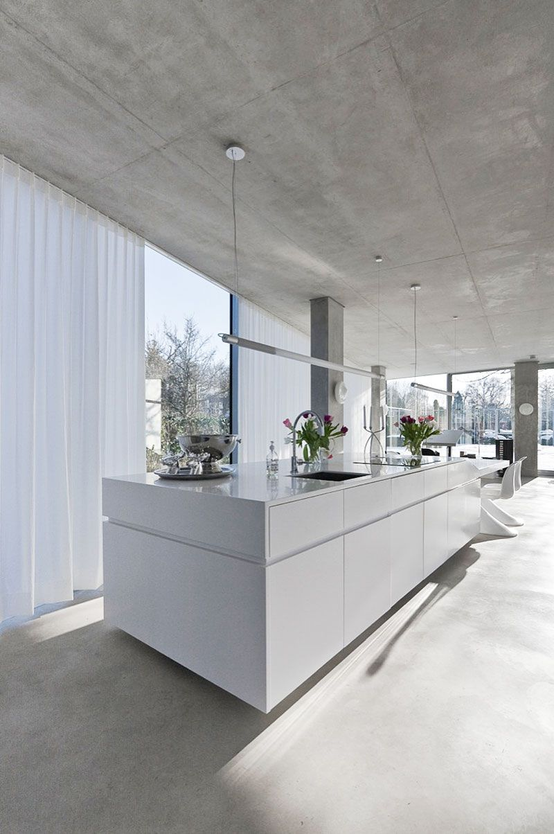 Glass-and-Concrete-H-House-04