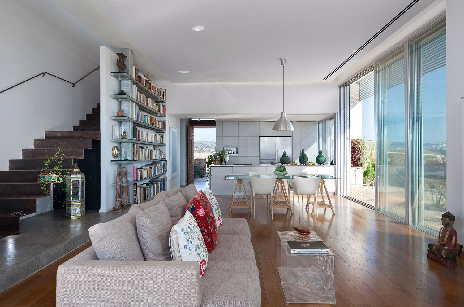 House a by heidi arad architecture design caandesign for Esszimmer sofa modern