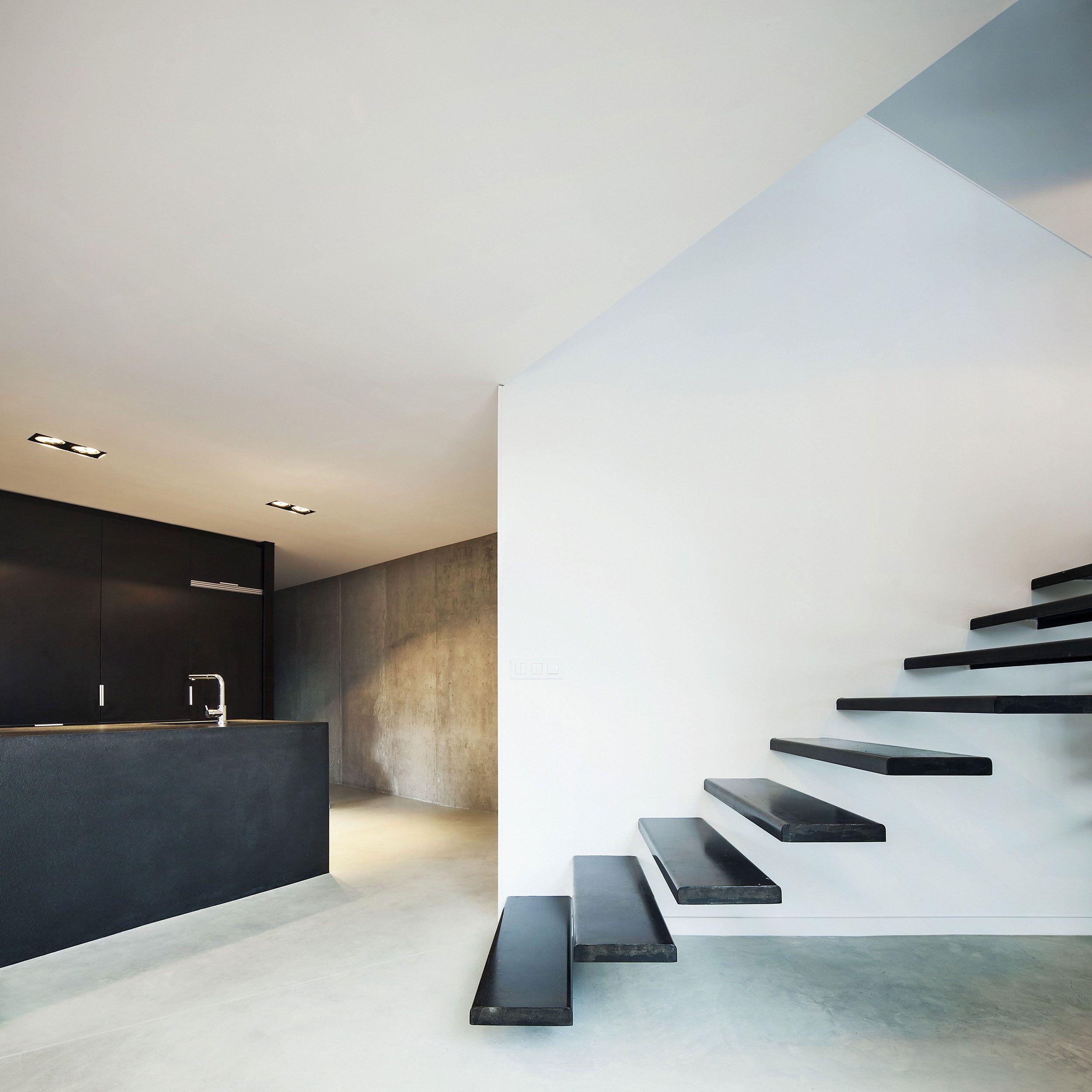 House-AT-06