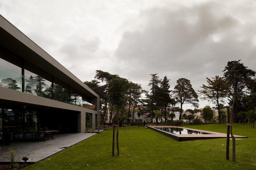 House-in-Estoril-00-1