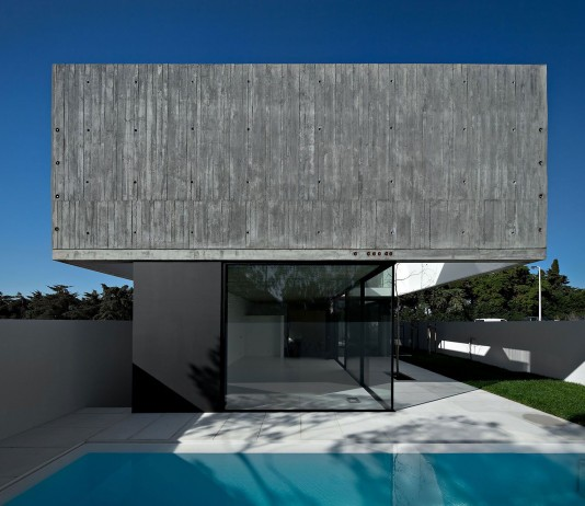 House in Juso by ARX Portugal Arquitecto