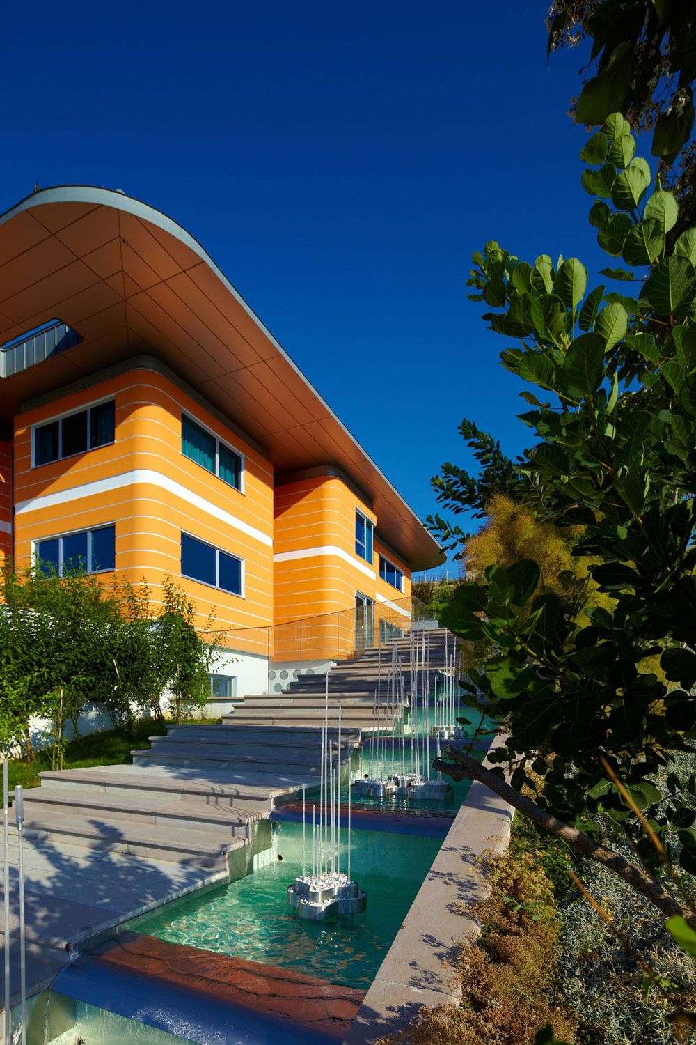 Modern funky orange house by yazgan design architecture for Funky house designs