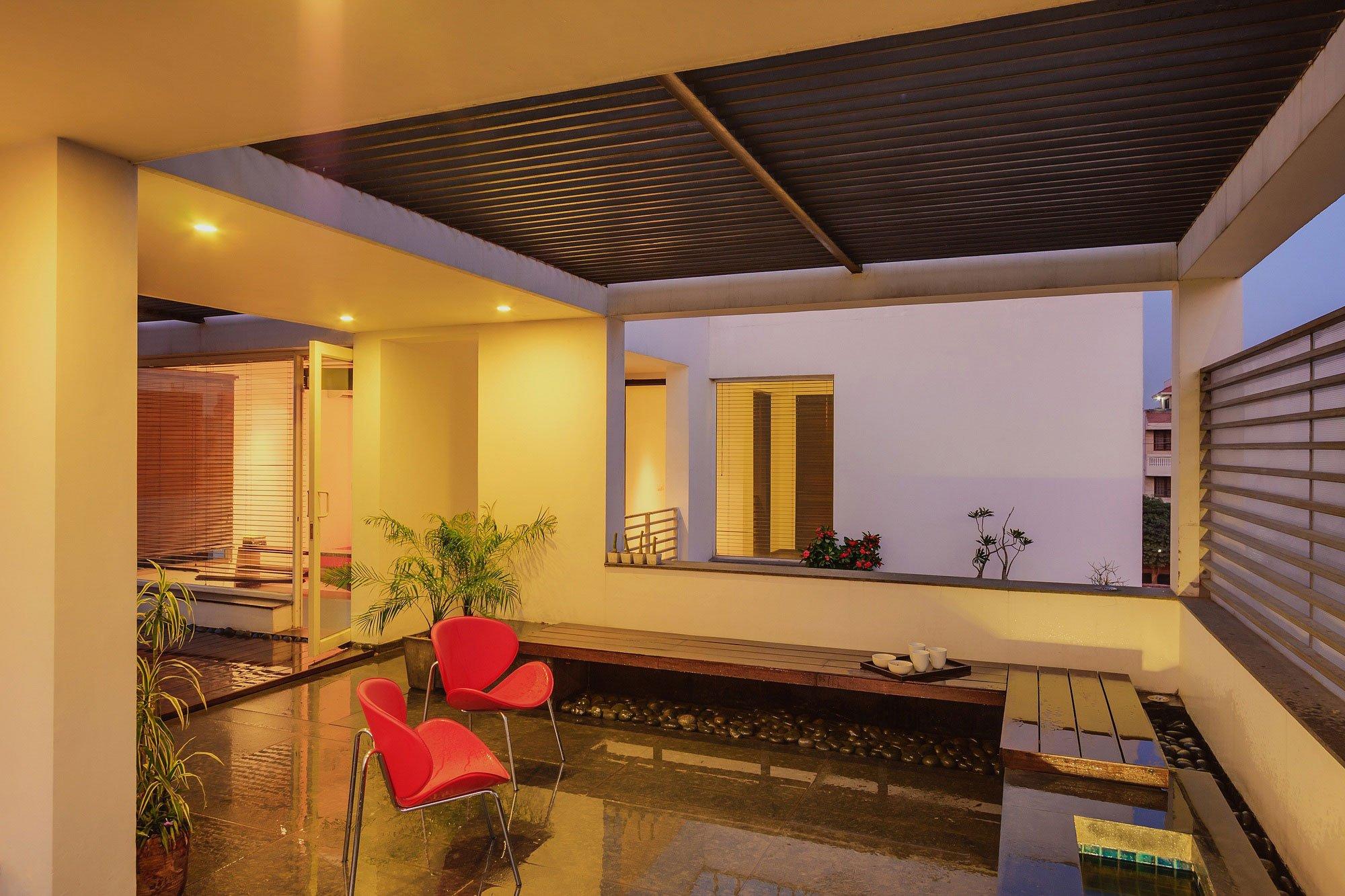 Overhang-House-19