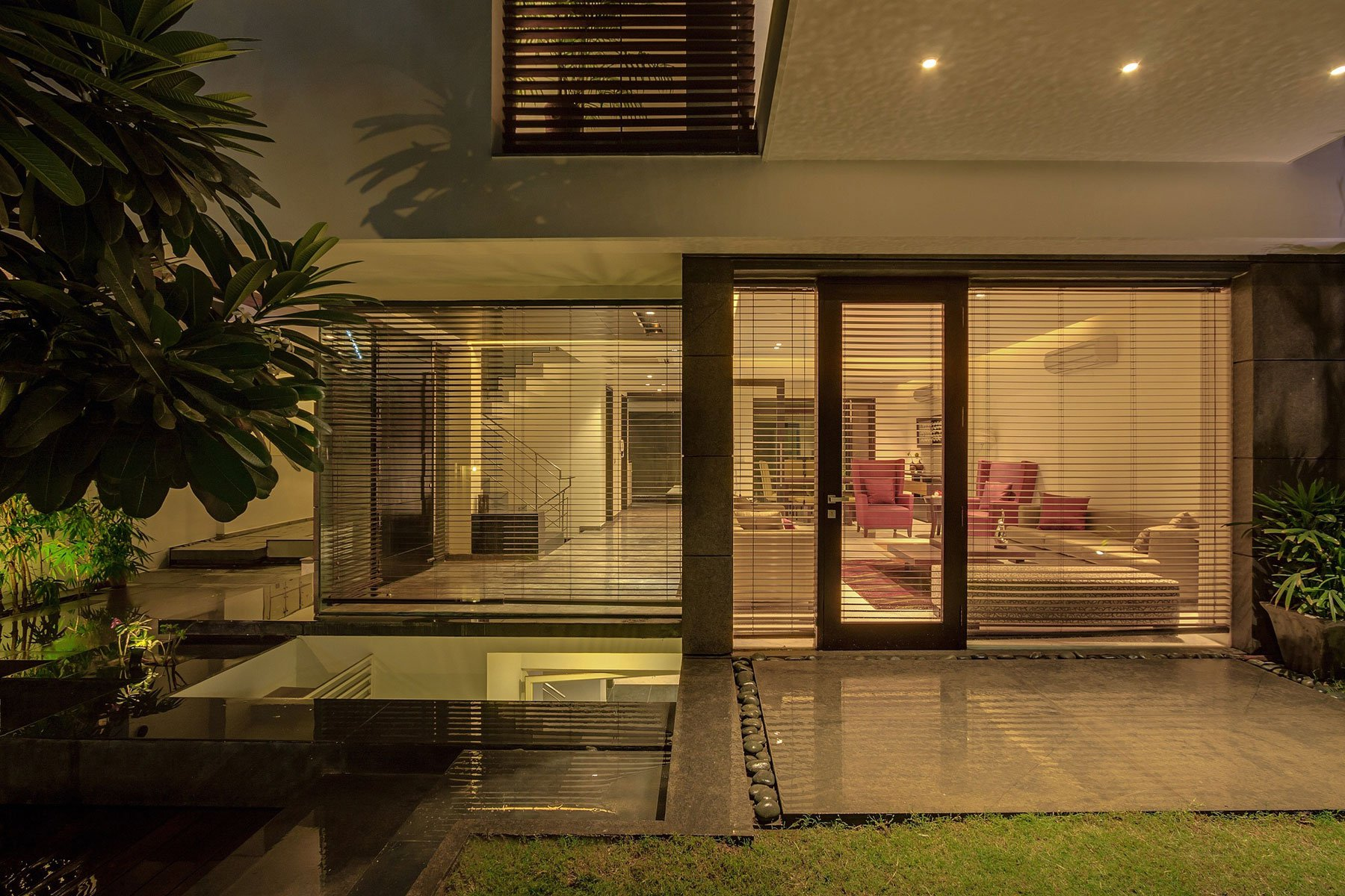 Overhang-House-21