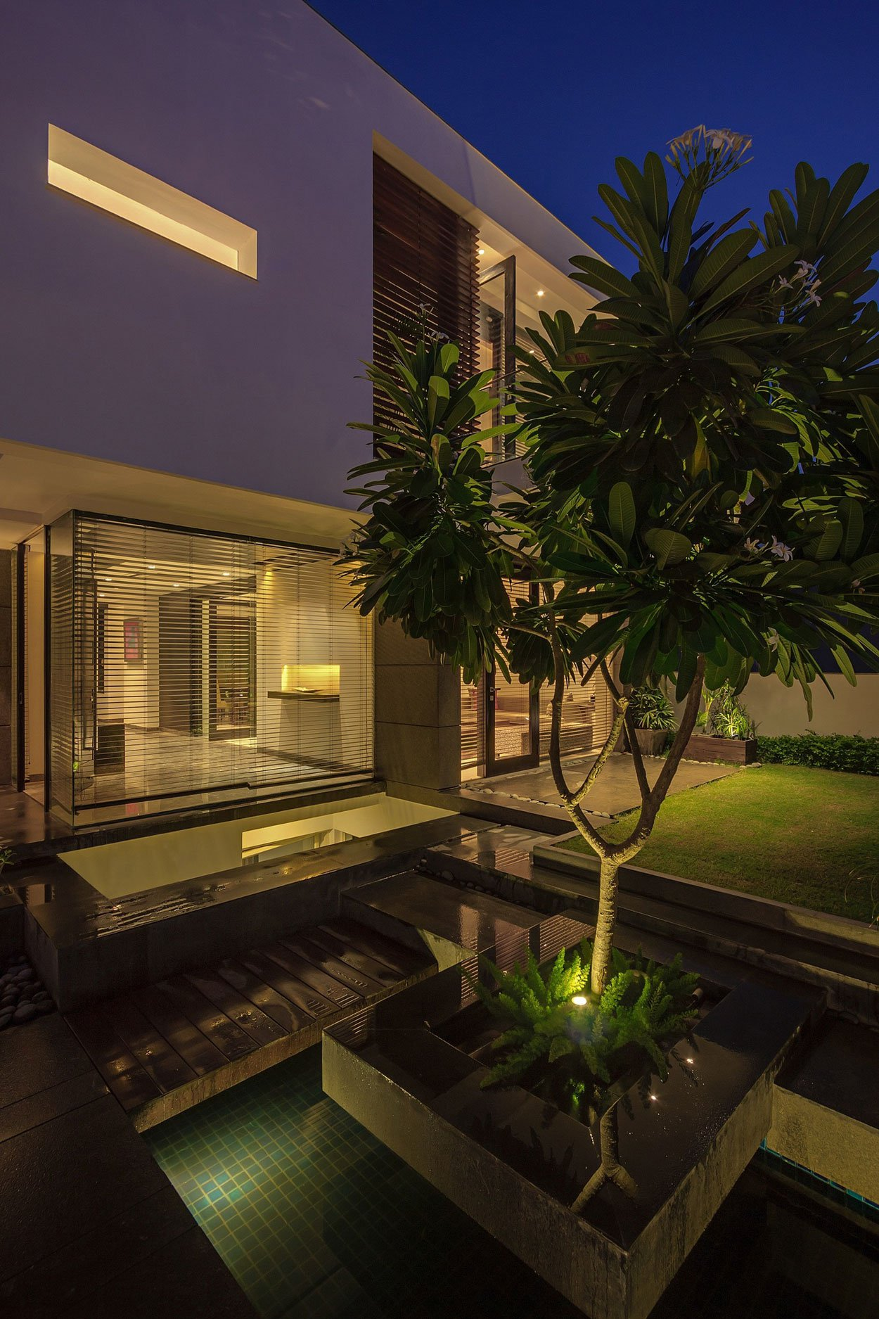 Overhang-House-22