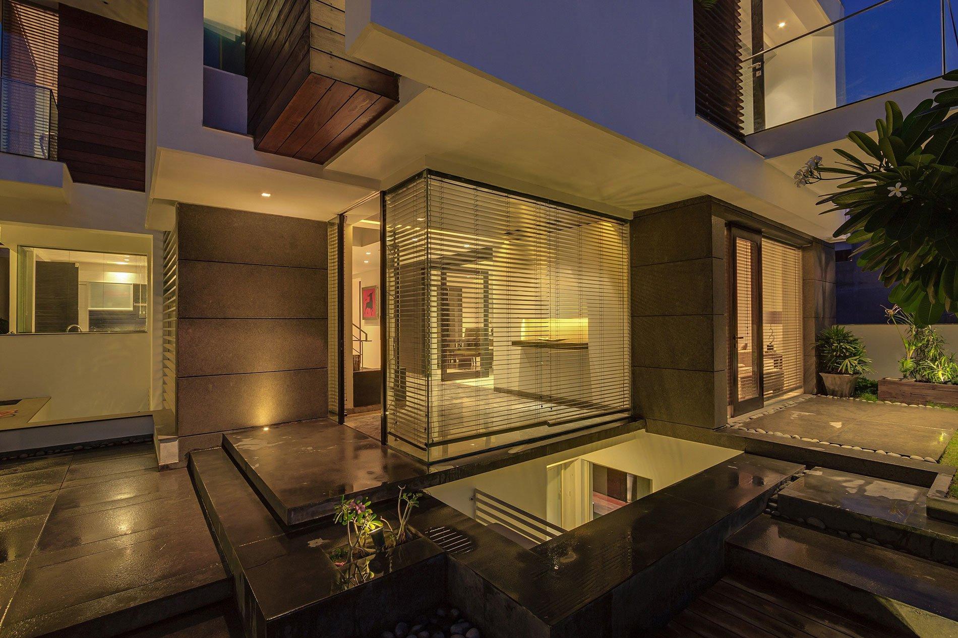 Overhang-House-23