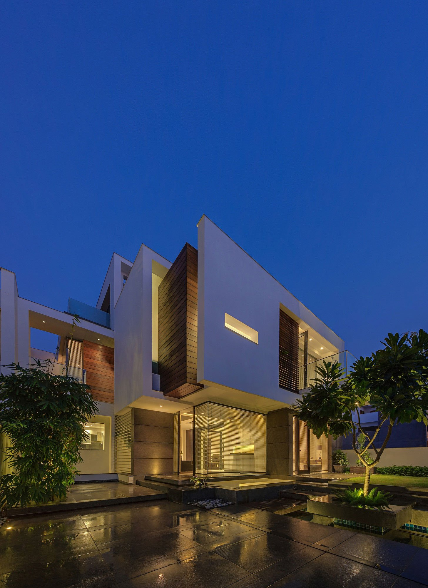 Overhang-House-27
