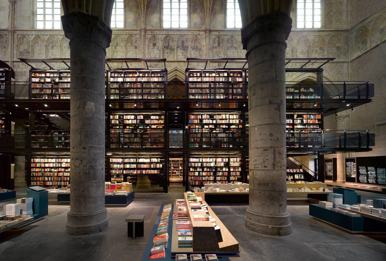 Selexyz-Dominicanen-Bookstore-05