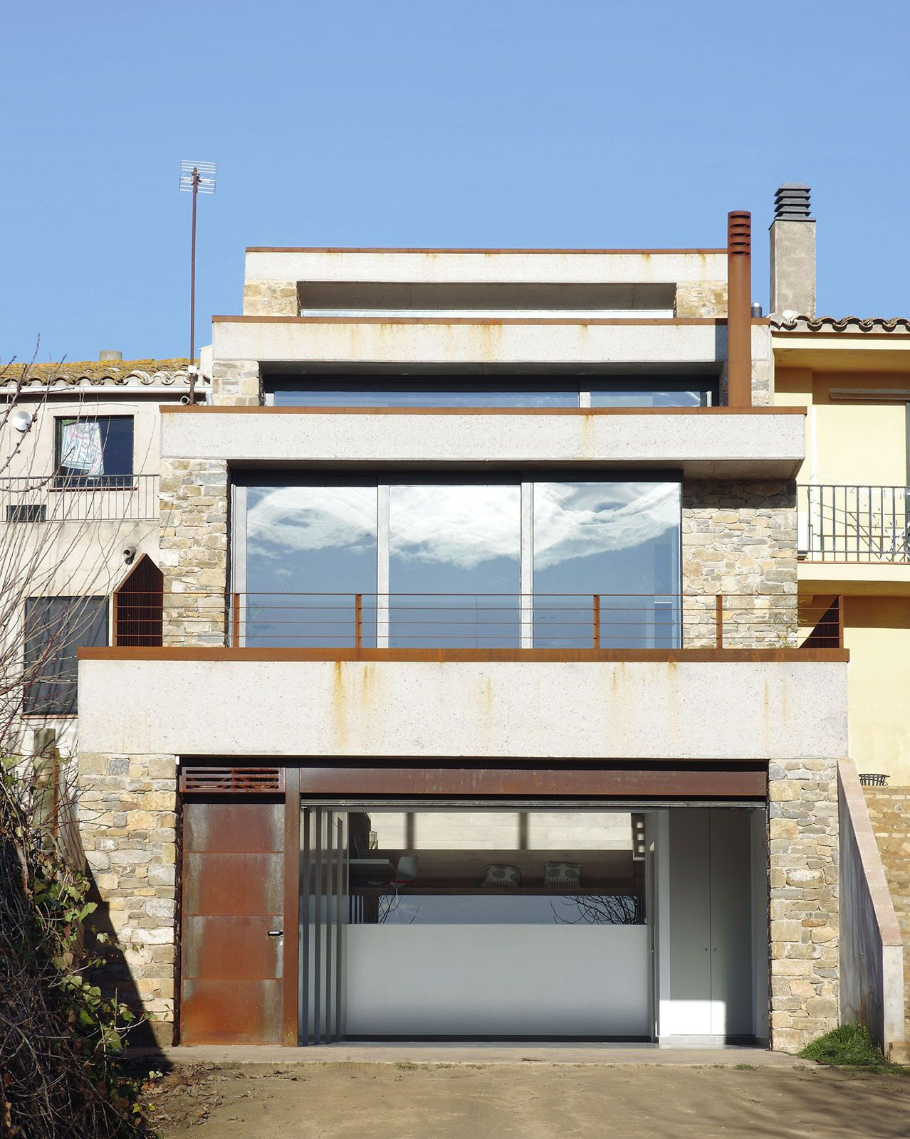 Terraced-House-in-Casavells-02