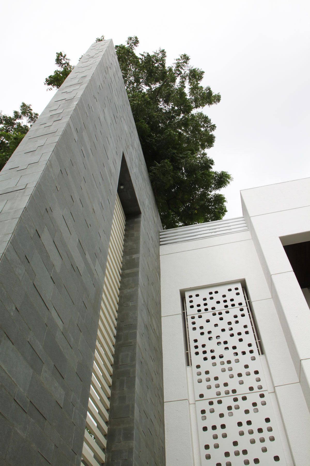 The-Wall-House-04-1