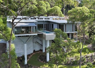 Treetops Residence by Artas Architects & Planners