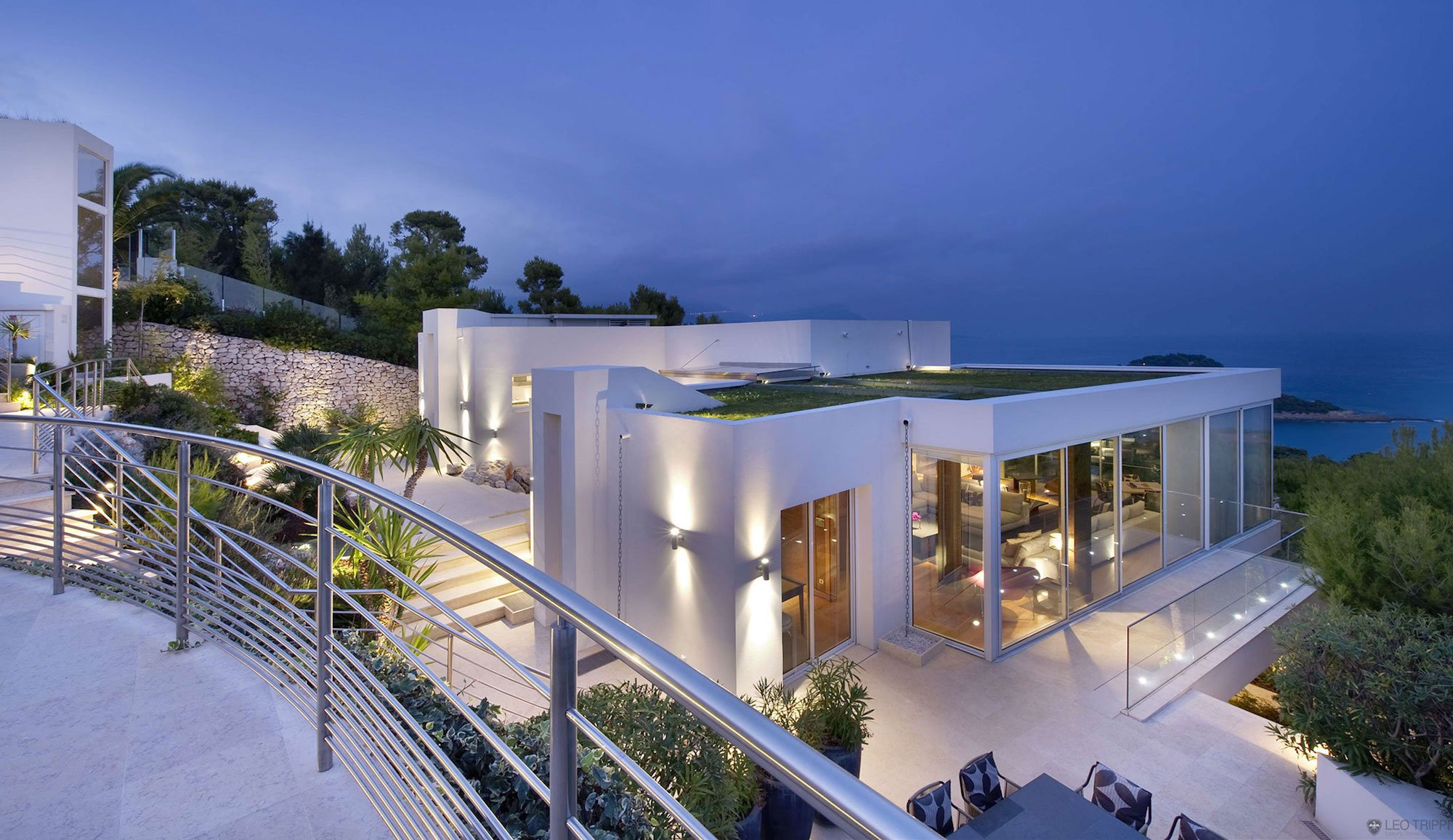 Luxury mediterranean villa on the cap ferrat in c te d for Mediterranean villa design