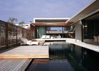 Voelklip House bySAOTA and Antoni Associates