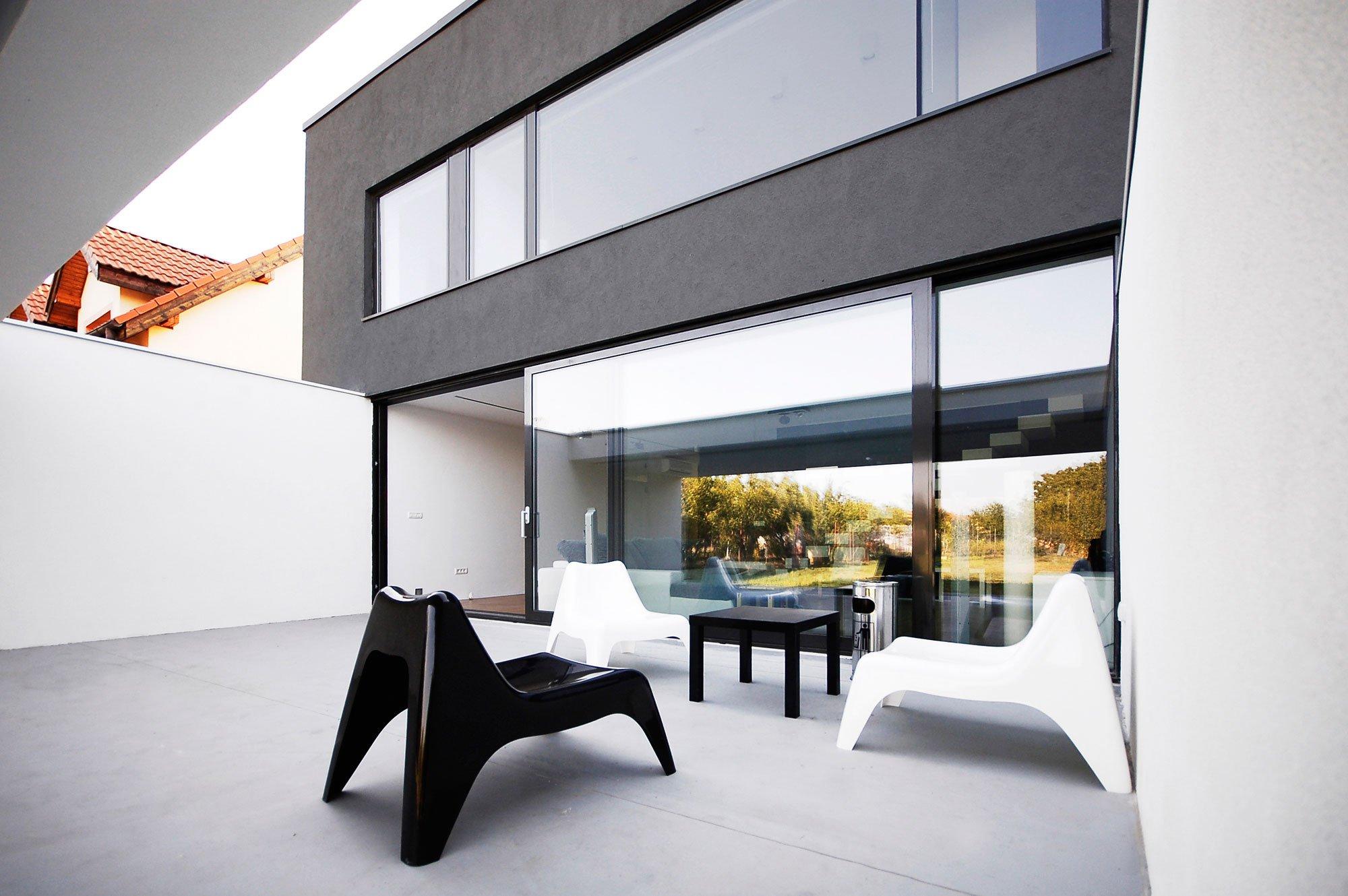 black-on-white-10