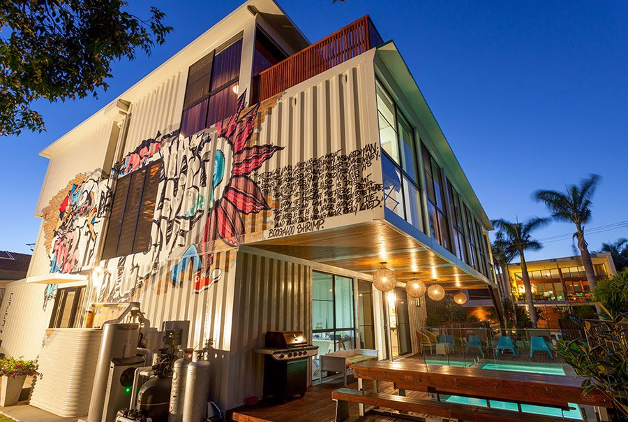 31-Shipping-Container-House-02