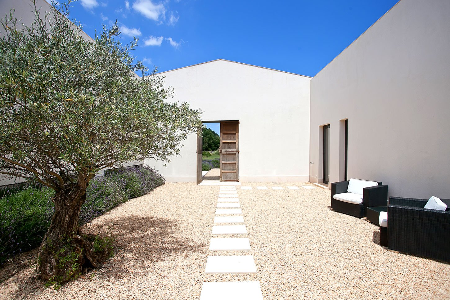 A-Holiday-Home-in-Mallorca-01