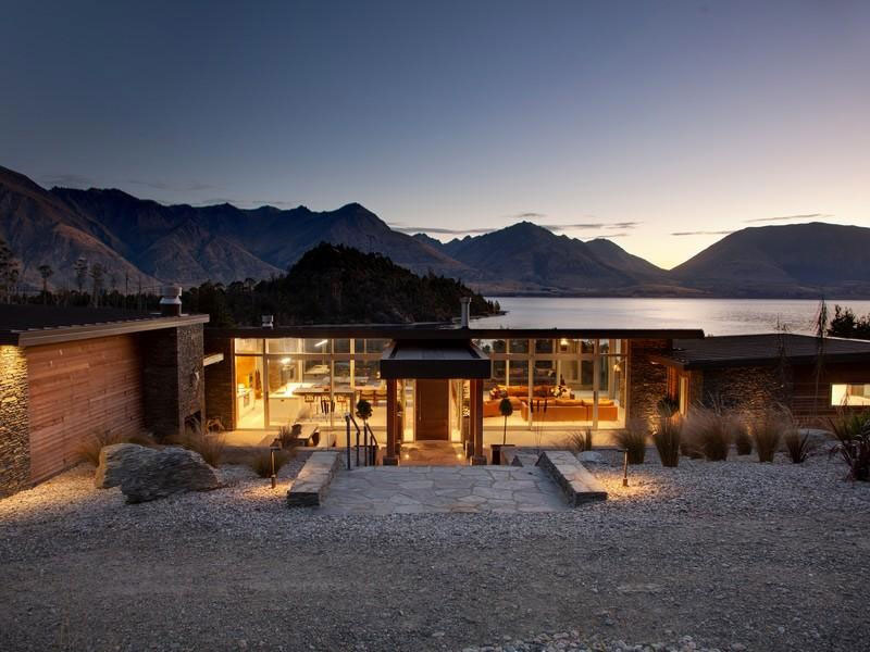Architectural Lakeside Living In Queenstown