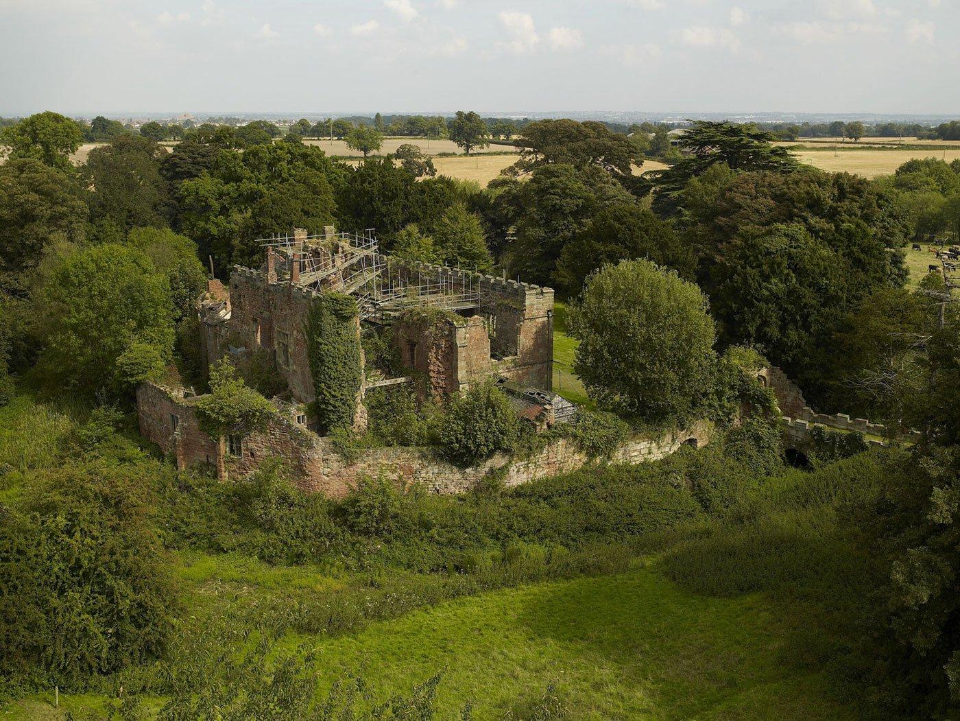Astley-Castle-01