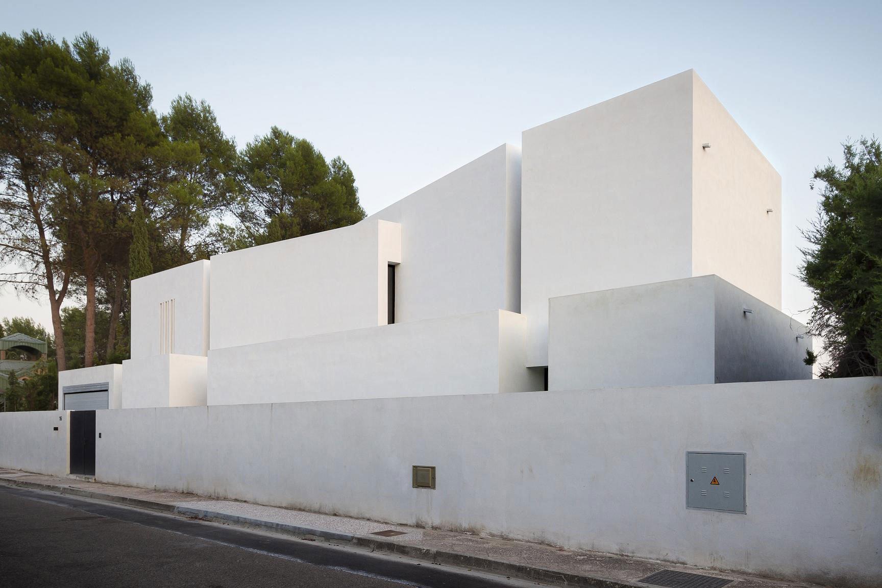 Aviles-Ramos-Residence-04