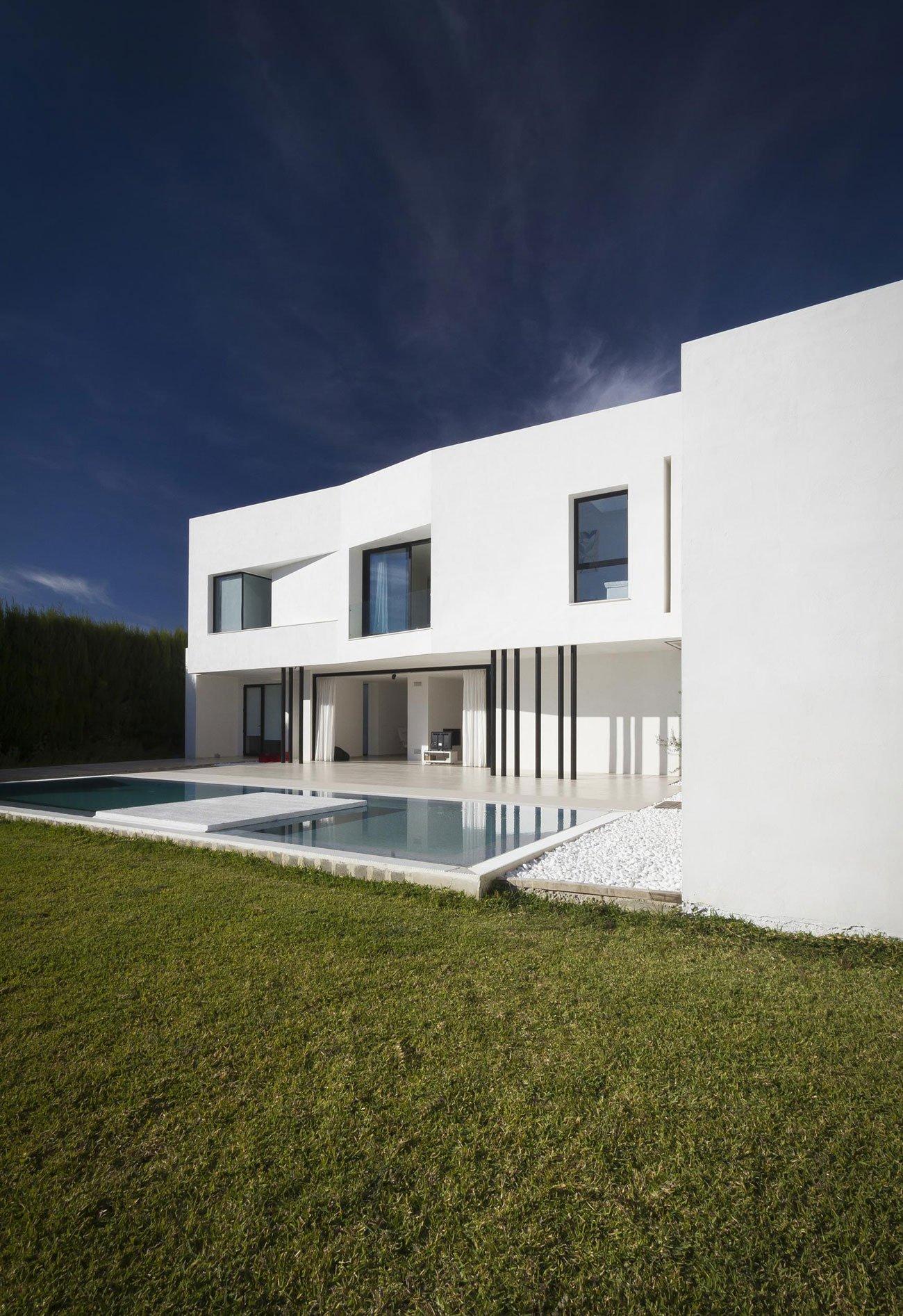 Aviles-Ramos-Residence-08