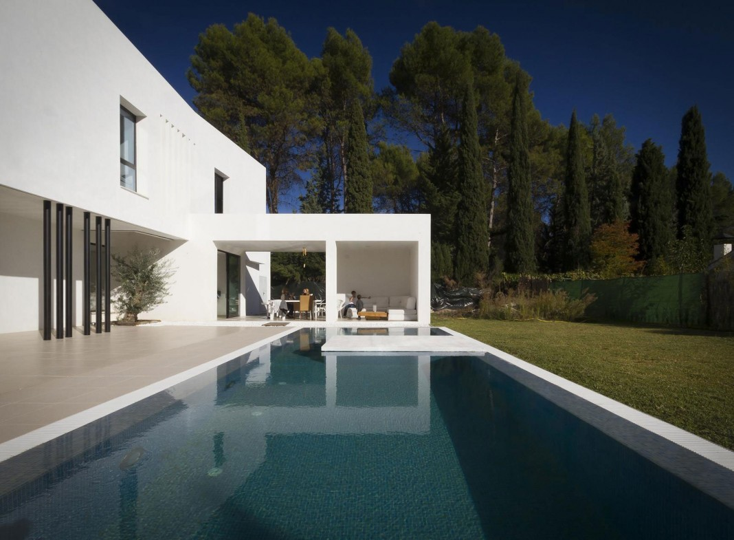 Avilés-Ramos Residence by Ceres A+D