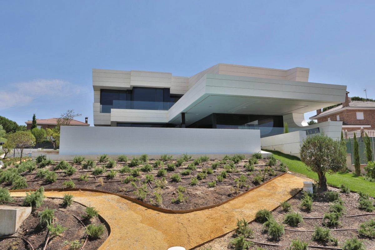 Balcony-House-01