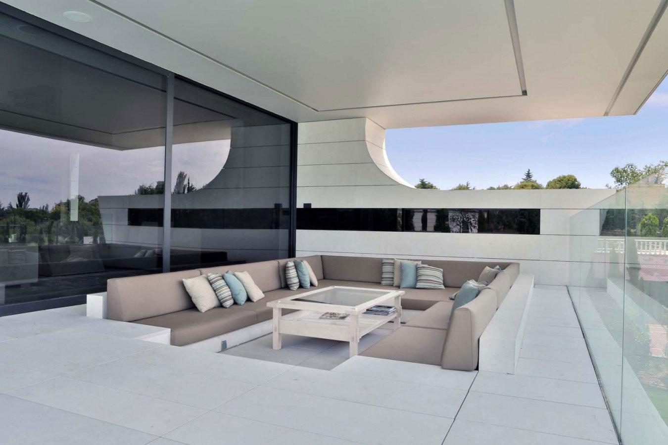 Balcony-House-09