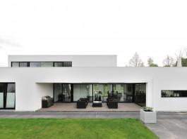 Bemmel Residence by Maxim Winkelaar and Bob Ronday