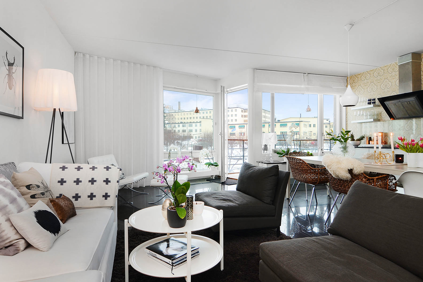 Bright-Two-Bedroom-Aparment-00-1