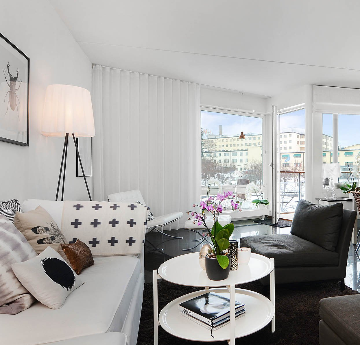 Bright-Two-Bedroom-Aparment-00-2