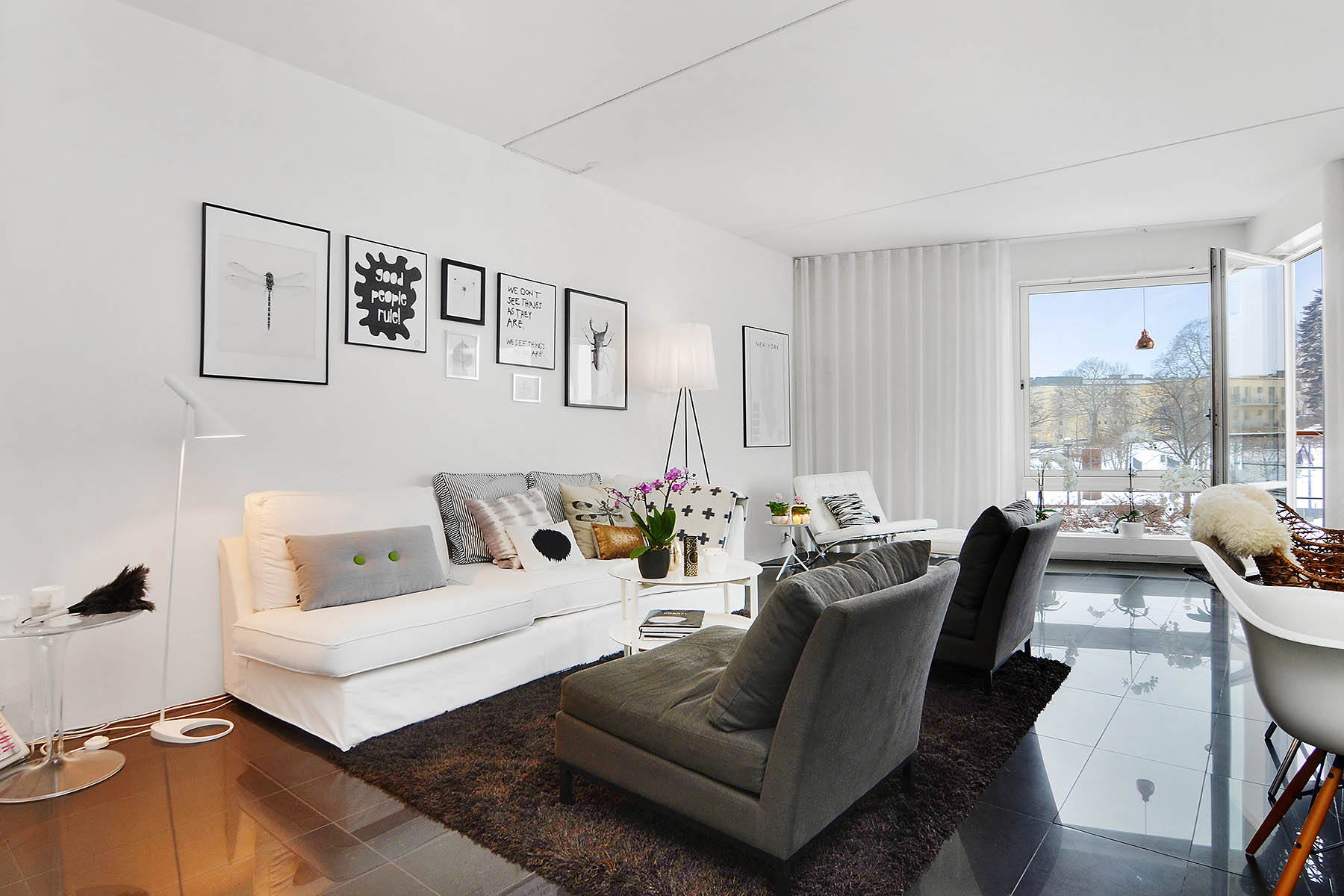 Bright-Two-Bedroom-Aparment-00