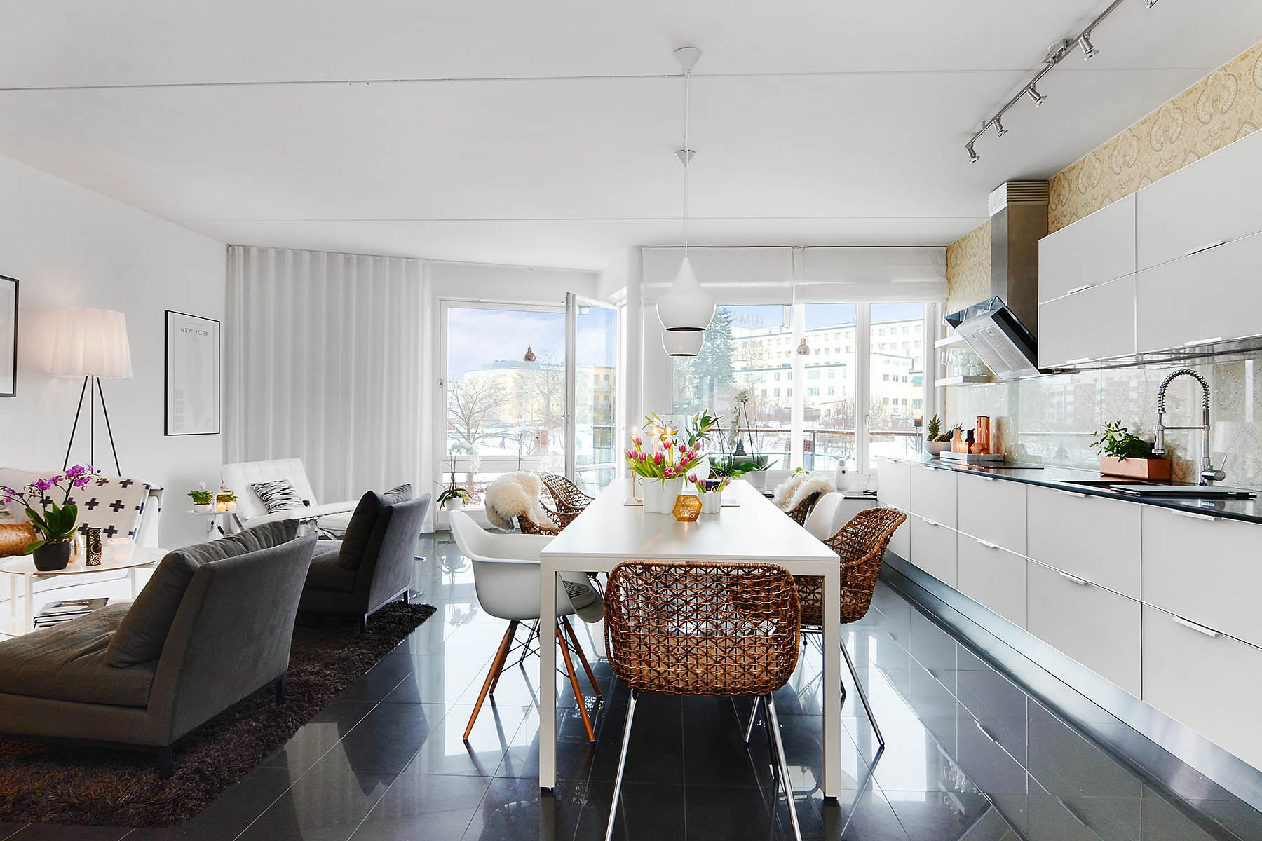 Bright-Two-Bedroom-Aparment-01