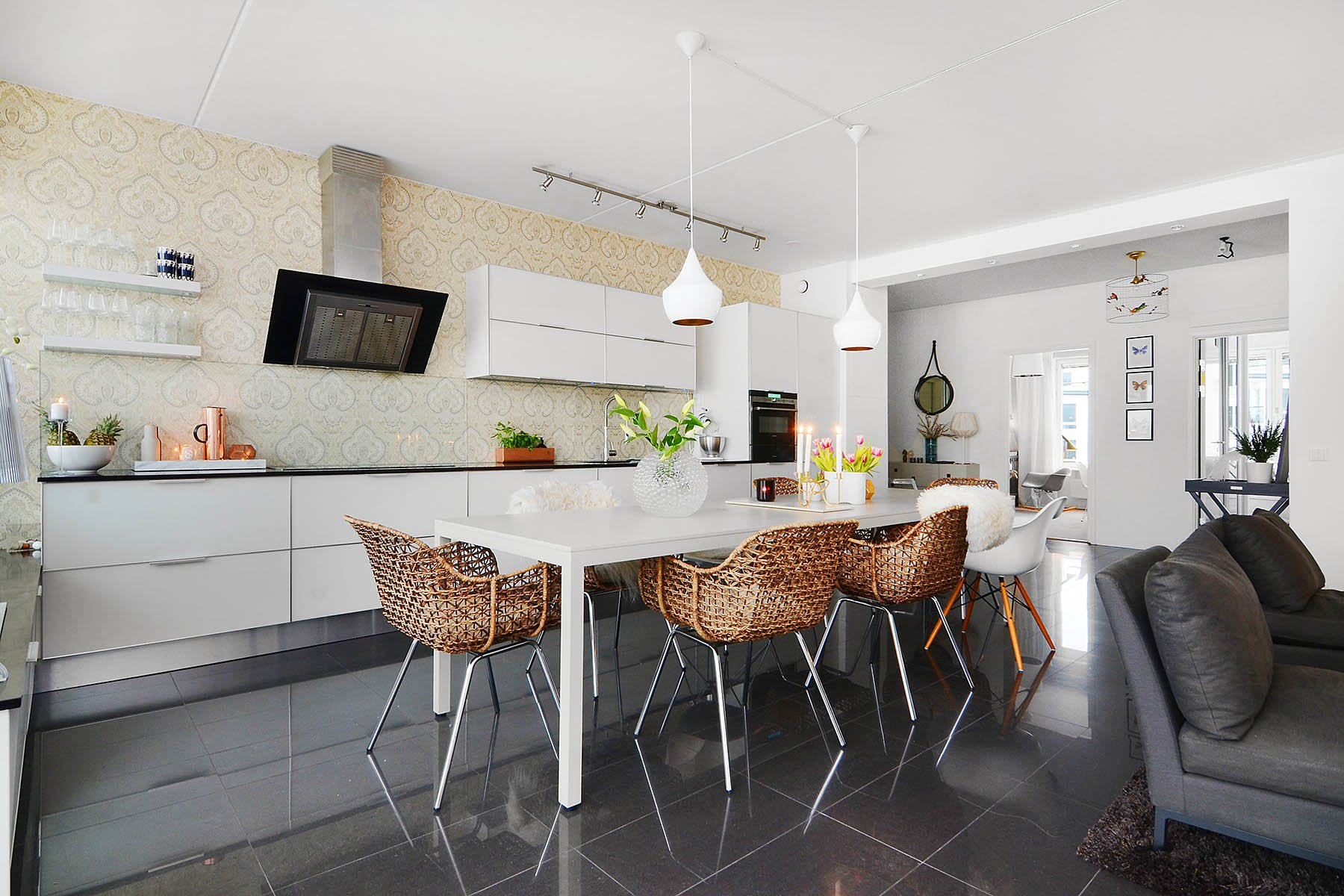 Bright-Two-Bedroom-Aparment-03-1