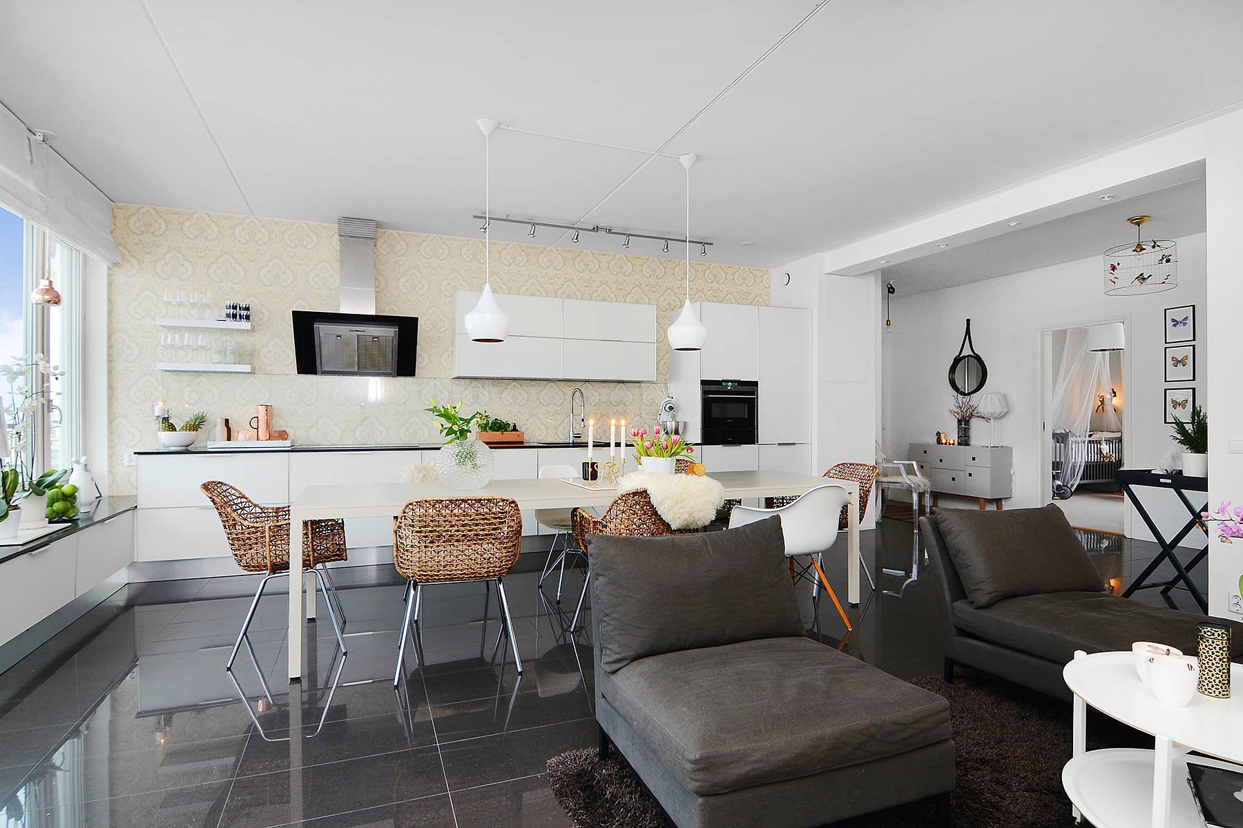 Bright-Two-Bedroom-Aparment-03