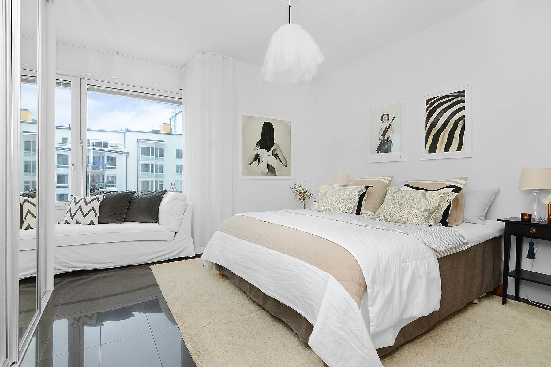 Bright-Two-Bedroom-Aparment-09