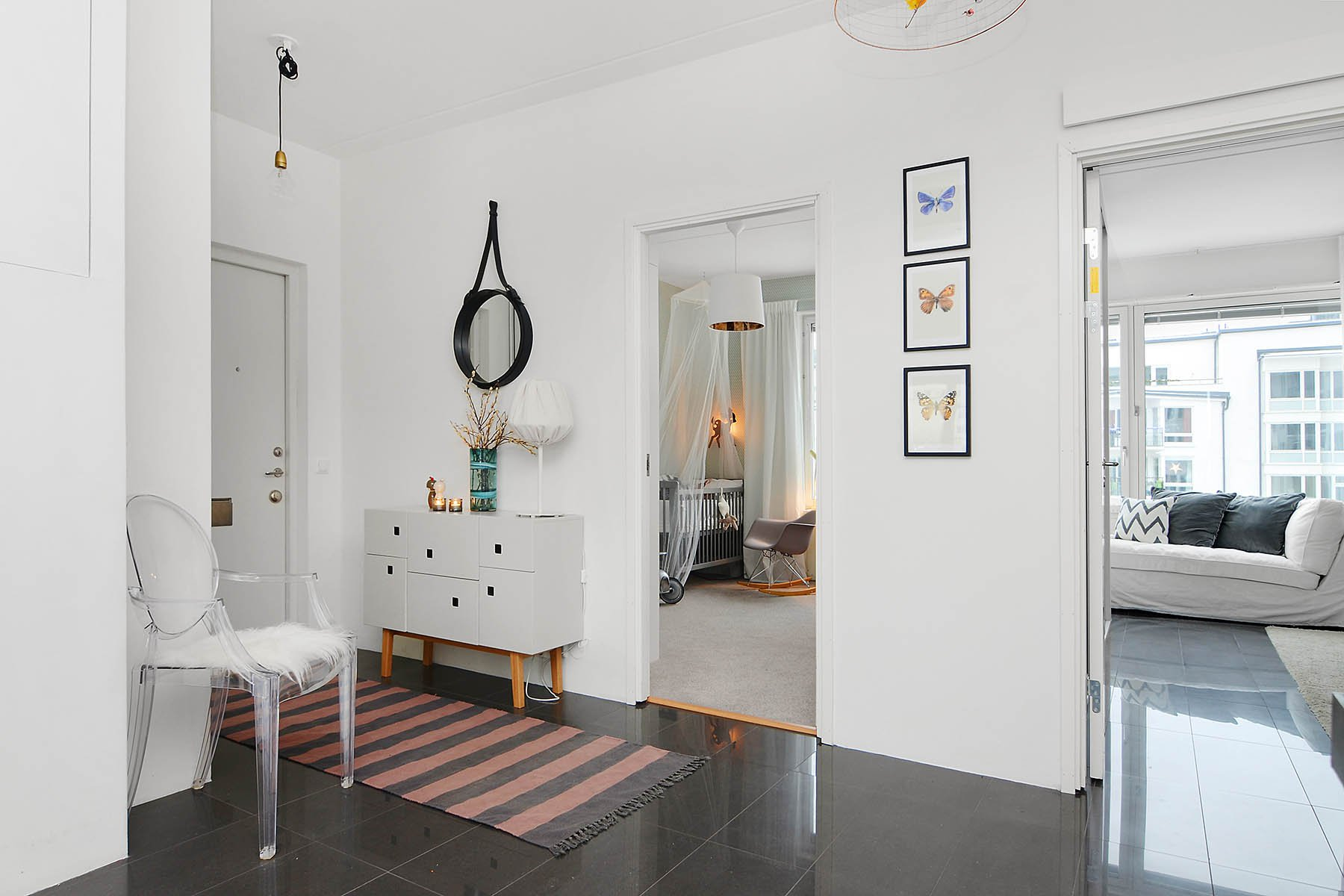Bright-Two-Bedroom-Aparment-12