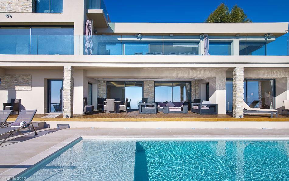 Contemporary-Estate-in-Super-Cannes-04
