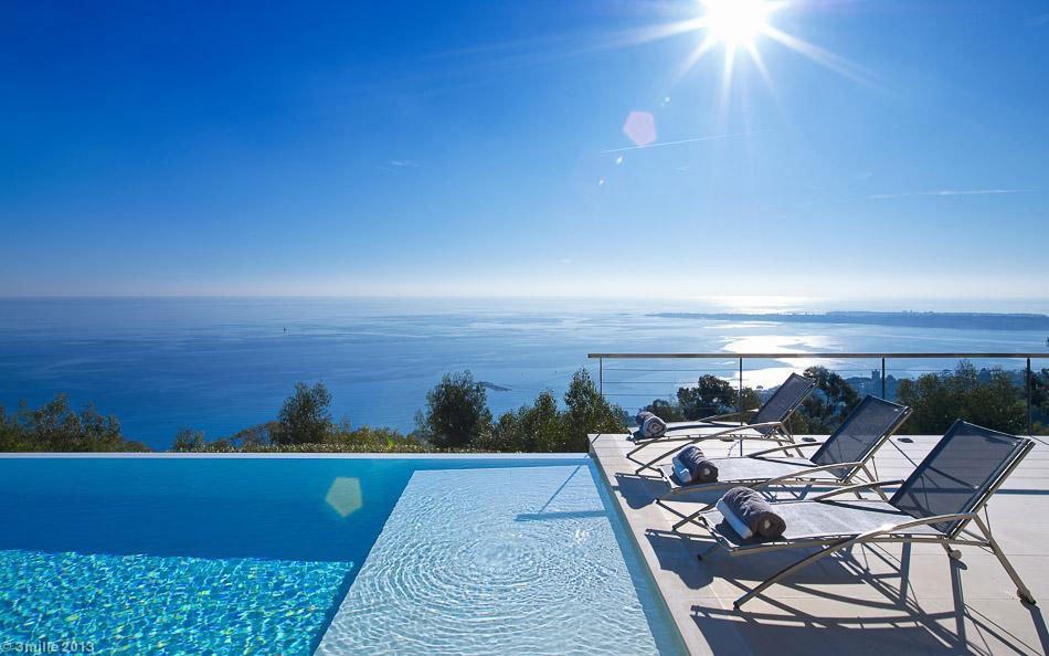 Contemporary-Estate-in-Super-Cannes-05