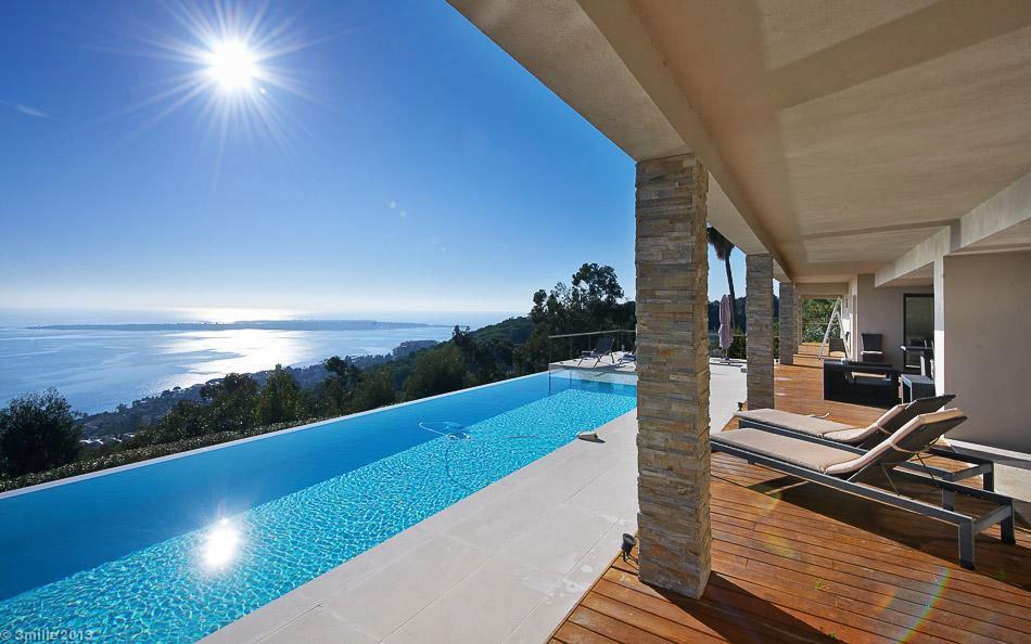Contemporary-Estate-in-Super-Cannes-08