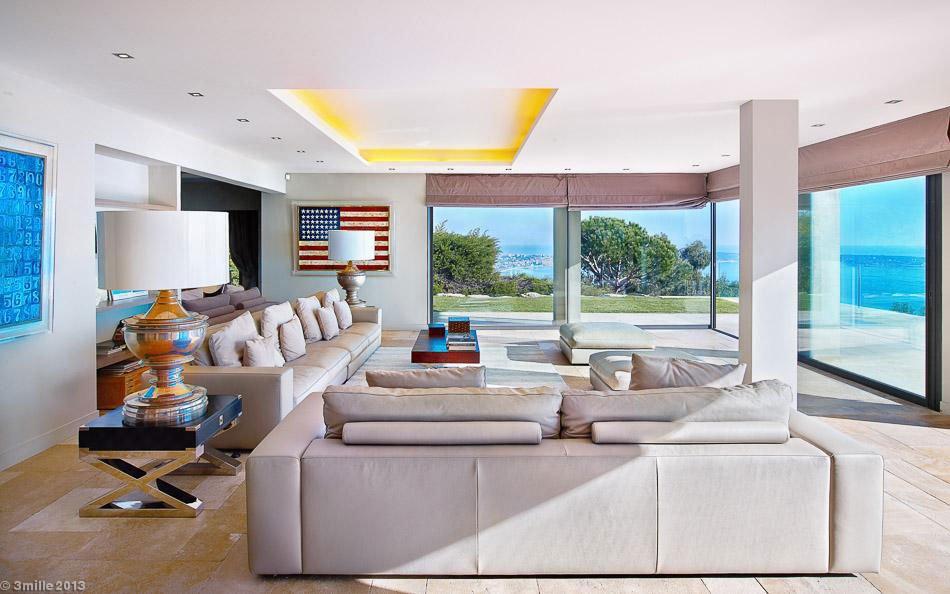 Contemporary-Estate-in-Super-Cannes-12