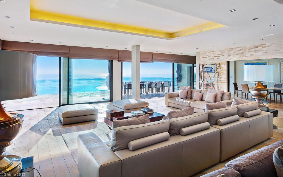 Contemporary-Estate-in-Super-Cannes-14