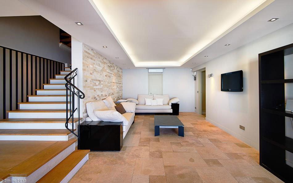 Contemporary-Estate-in-Super-Cannes-16