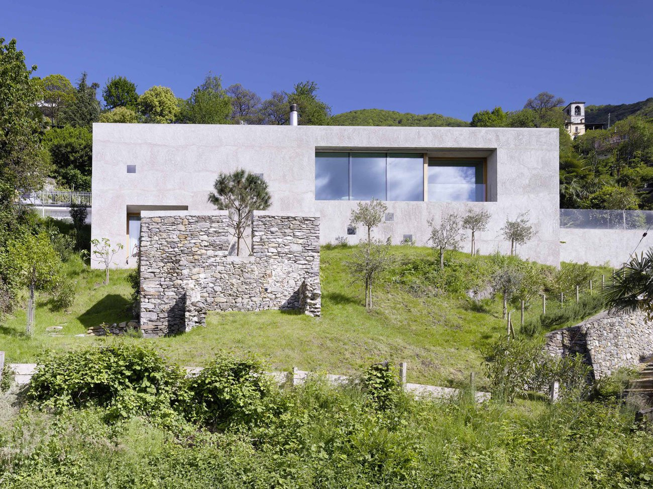 House-in-Ranzo-01